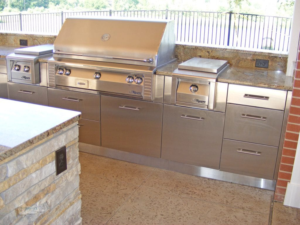 outdoor kitchen grill and cabinets