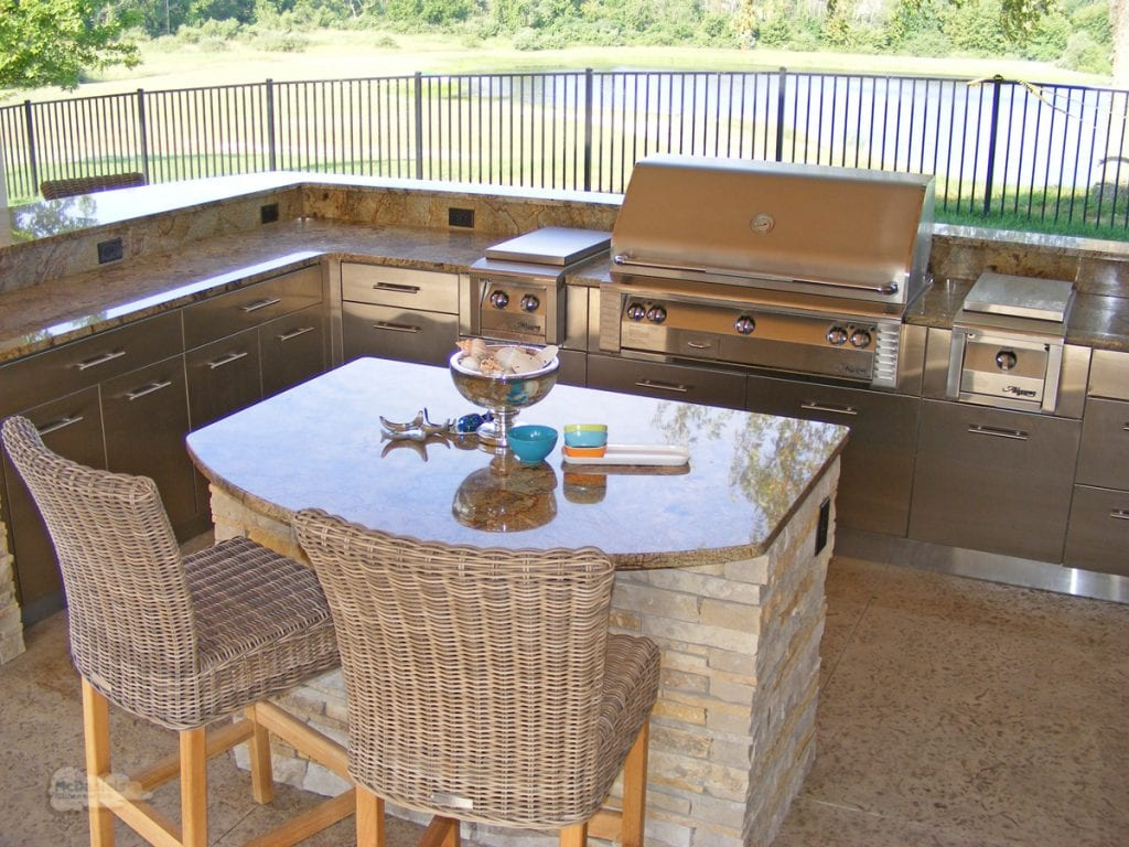 outdoor kitchen seating area