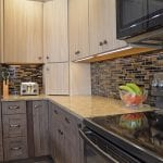 kitchen design with two-toned cabinets
