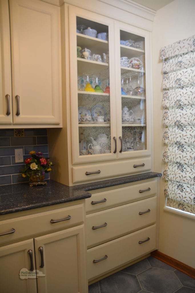 kitchen design with hutch