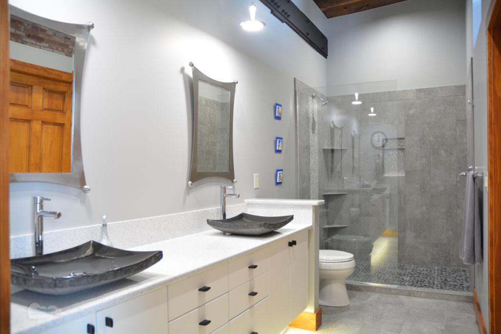 black and white bath design