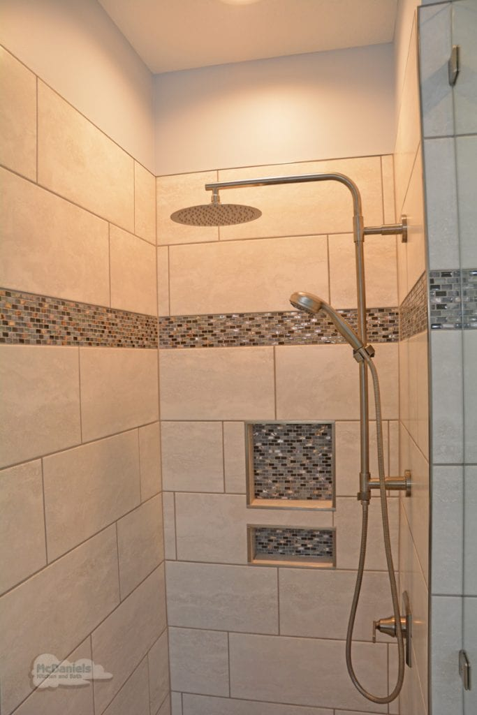 bath design with dual showerheads
