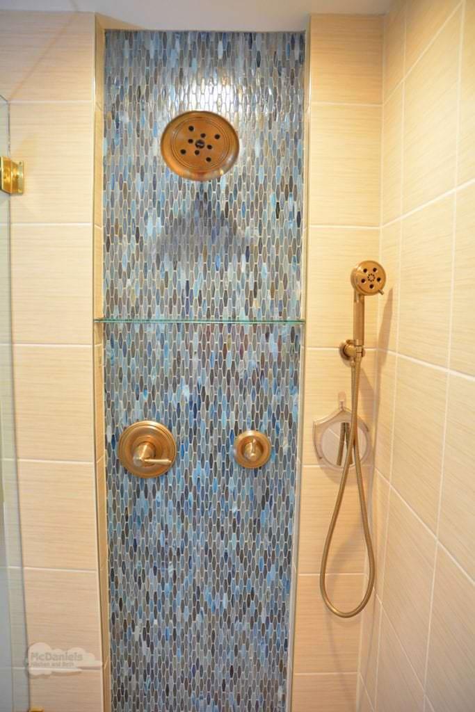 bath design with dual showerheads