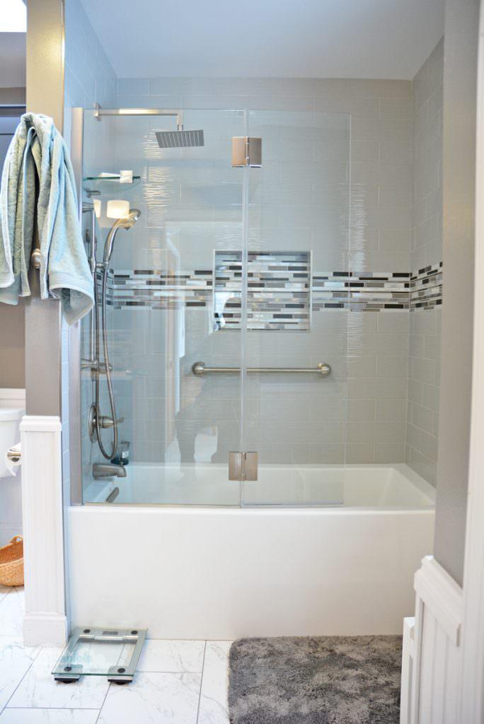 alcove style bathtub