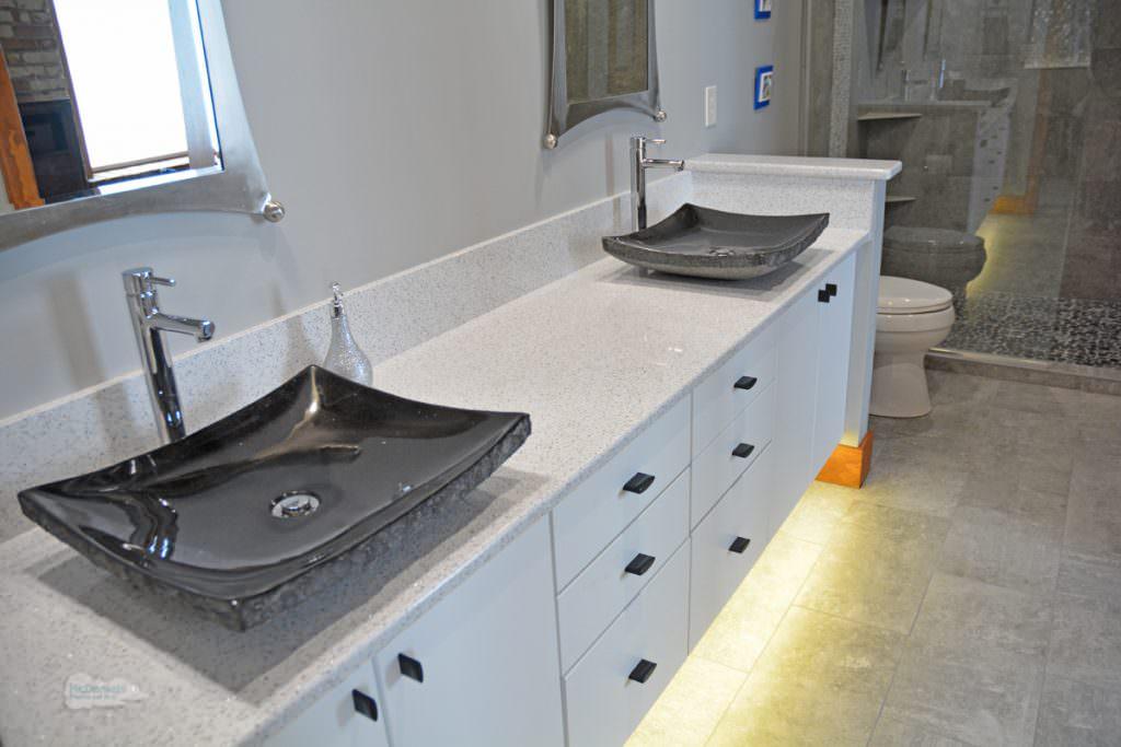 bath design with porcelain tile