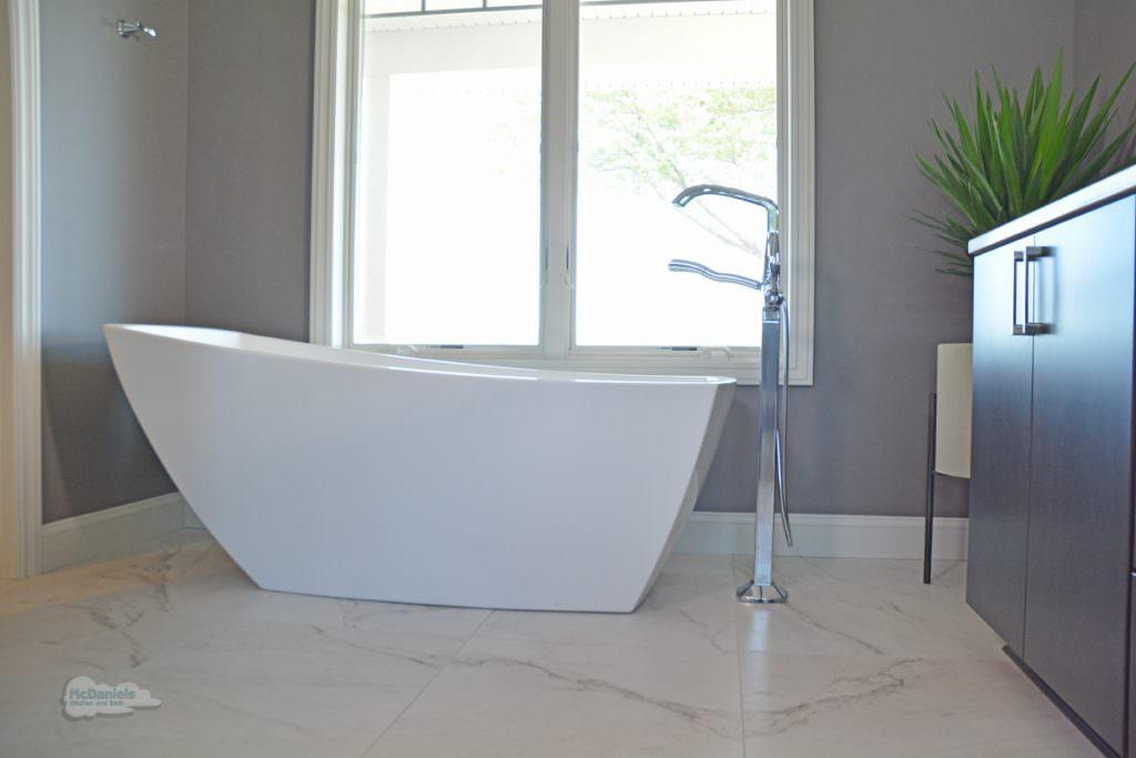 bath design with tile floor